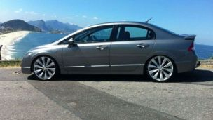 Honda Civic 2007 com rodas HD  aro 20