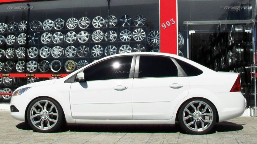 "Ford Focus Sedan 2010 com rodas   aro 19""  - Foto #1"