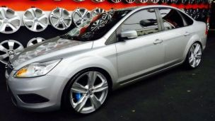 Ford Focus Sedan 2011 com rodas   aro 20