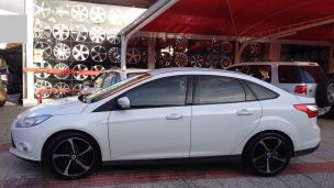 Ford Focus Sedan 2012 com rodas  Audi RS7 aro 18