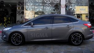 Ford Focus Sedan 2014 com rodas  originais aro 17