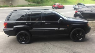 Jeep Grand Cherokee 2006 com rodas Replicas  aro 20