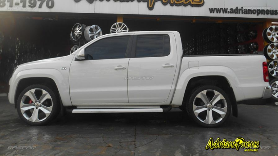 volkswagen amarok 2014 com rodas presenza bmw x6 aro 22 e pneus aderenza 265 40 22. Black Bedroom Furniture Sets. Home Design Ideas