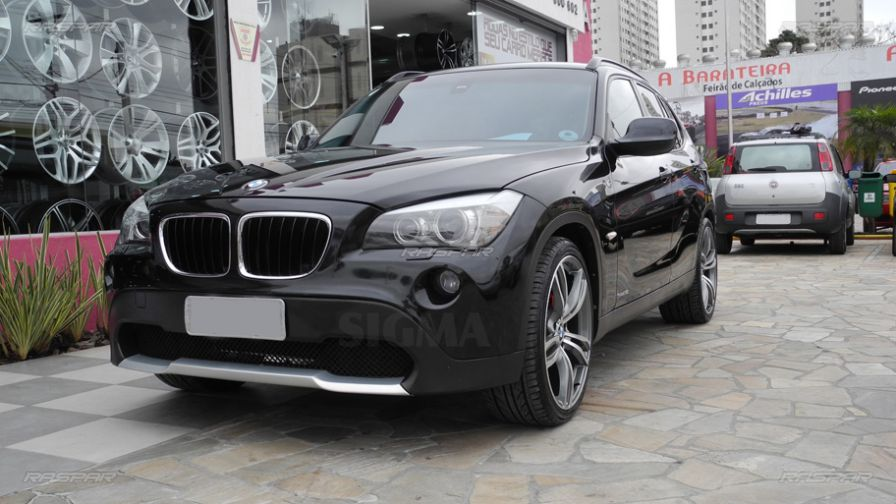 bmw x1 2012 com rodas m5 aro 20 e pneus delinte 245 35 20 e 275 30 20. Black Bedroom Furniture Sets. Home Design Ideas