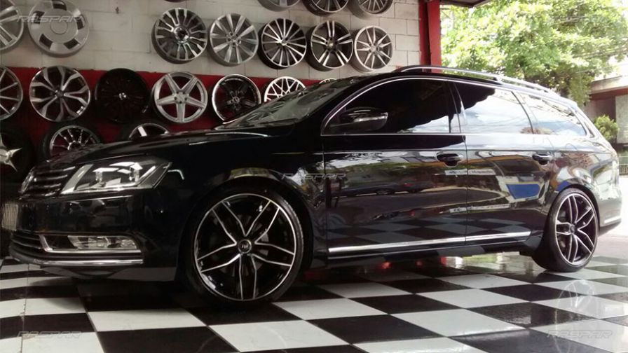 volkswagen passat variant 2012 com rodas audi rs4 aro 19 e pneus 235 35 19. Black Bedroom Furniture Sets. Home Design Ideas