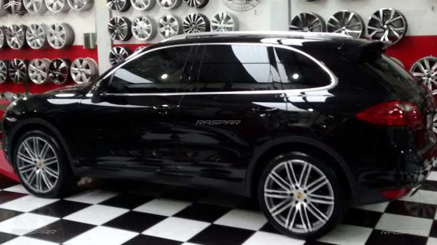 porsche cayenne 2014 com rodas porsche macan aro 22 e pneus delinte 265 40 22. Black Bedroom Furniture Sets. Home Design Ideas