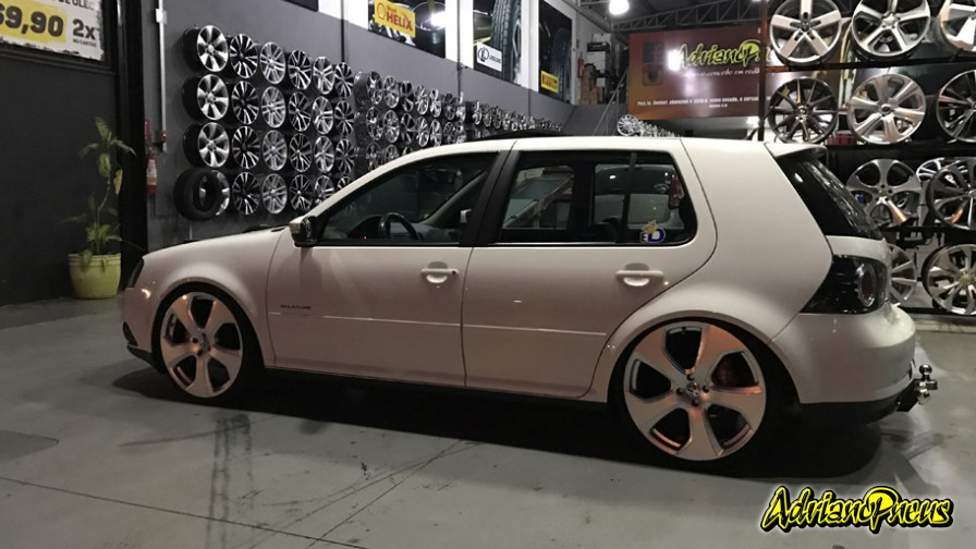 volkswagen golf 2012 com rodas presenza golf gti mk7 aro 20 e pneus delinte. Black Bedroom Furniture Sets. Home Design Ideas